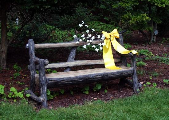 1-0911-mi-bench.jpg