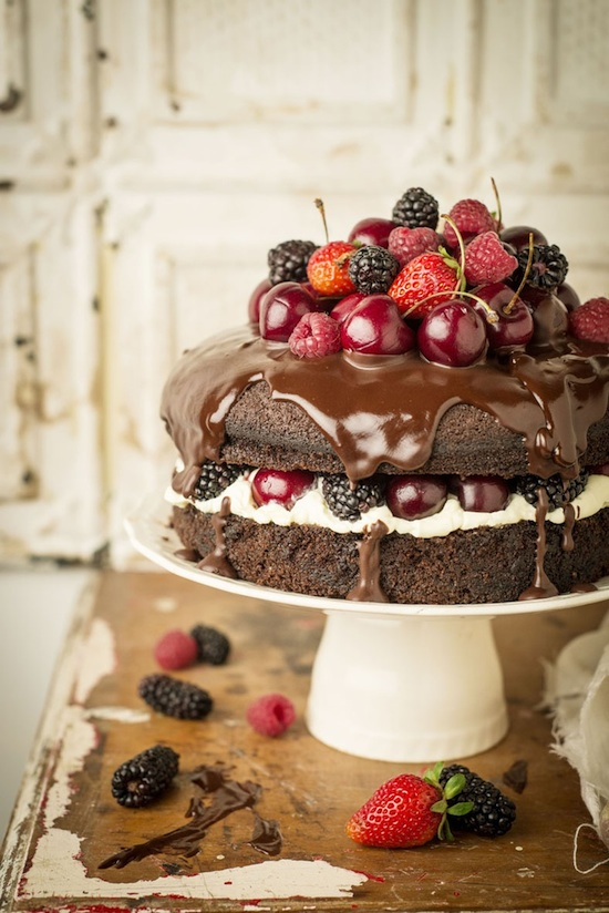 Fruit Chocolate Cake Images : Unique Wedding Cakes : say goodbye to the standard tiered cake