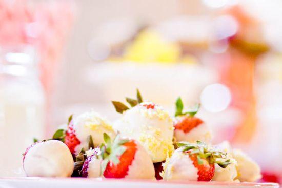 20-ps-bwb-051611-strawberries.jpg