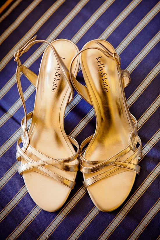 gold wedding shoes | photo by www.chiphotographyofcharleston.com