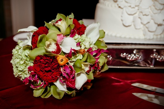 red and green bridal bouquet | photo by www.chiphotographyofcharleston.com