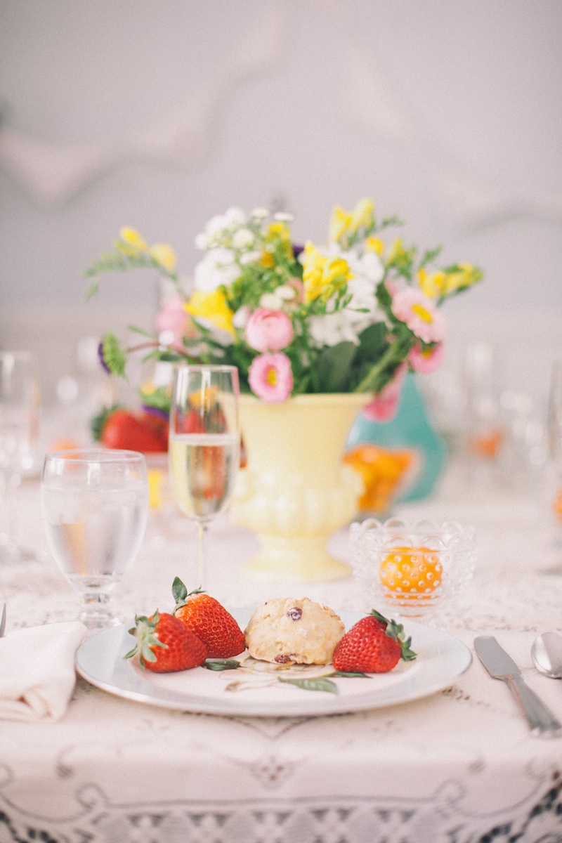 vintage brunch table setting #bridalshowers