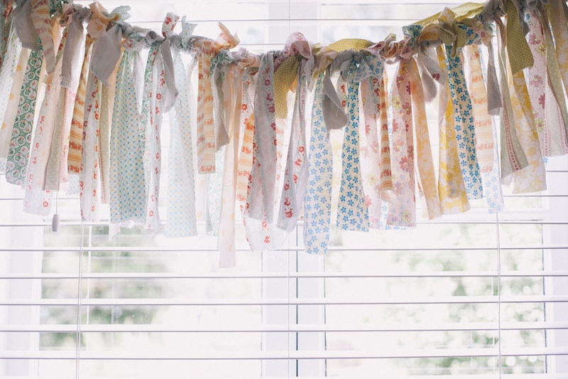 Love the #ribbon #garland for a #vintage #brunch #shower