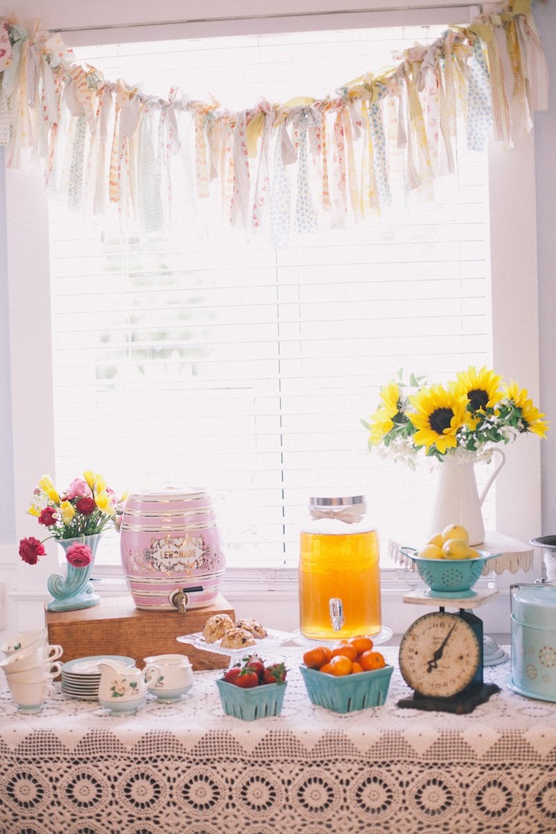 Beautiful #vintage #brunch display with a #lace #tablecloth