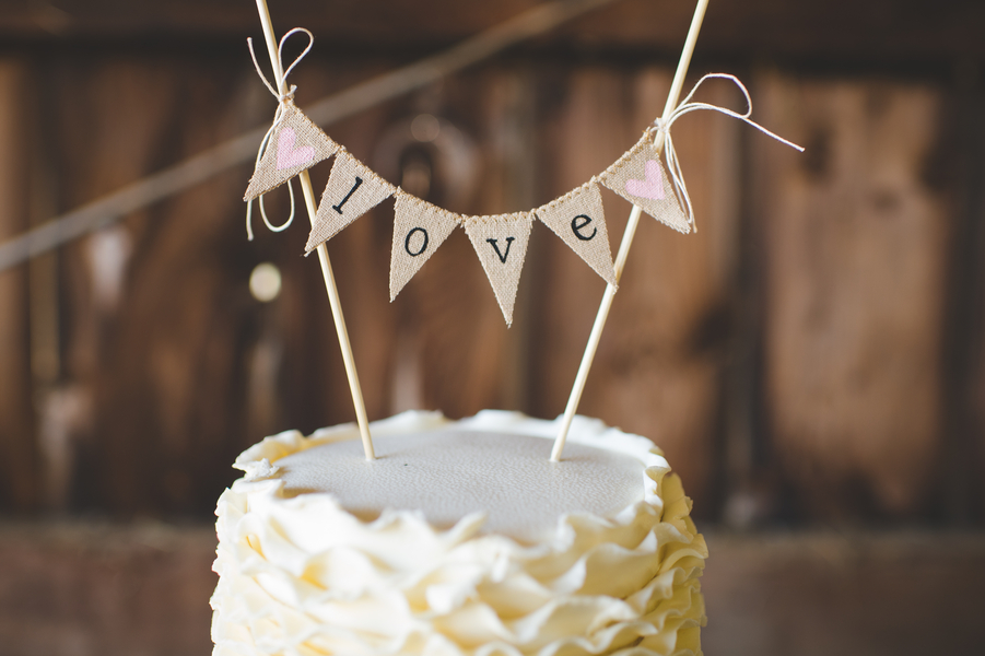 Handmade Burlap Bunting Cake Topper | photo by Jessica Oh Photography