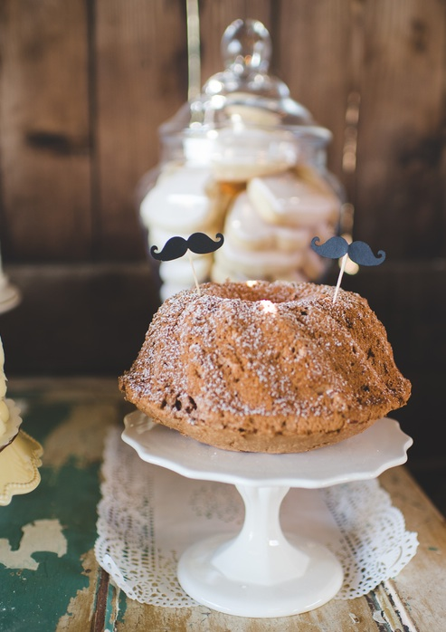Mini Wedding Bundt Cake | photo by Jessica Oh Photography