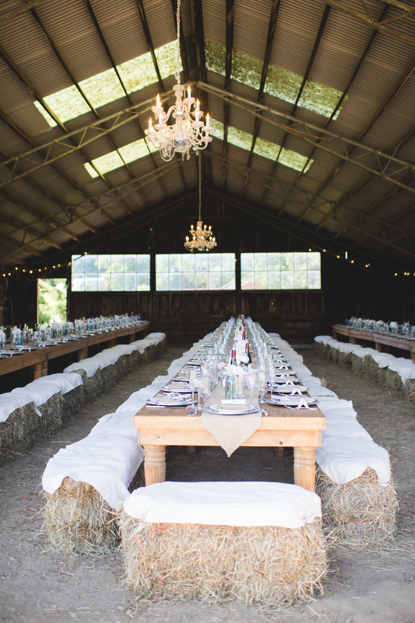 Fun barn wedding with haybale seating | photo by Jessica Oh Photography #rusticweddings #barnweddings