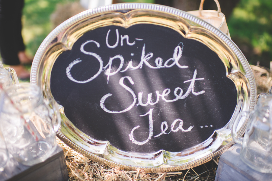 Un-spiked Sweet Tea chalkboard sign created from a platter | photo by Jessica Oh Photography