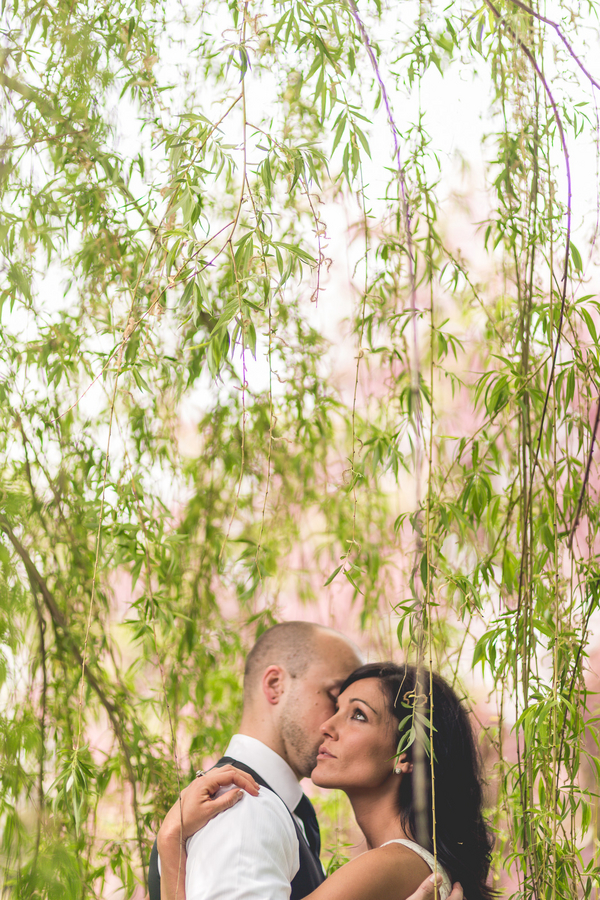 Spring Engagement Session | couple in love amongst the weeping willows | photo by Style and Story Creative #coupleinlove #engagementphotos #dreamyphoto
