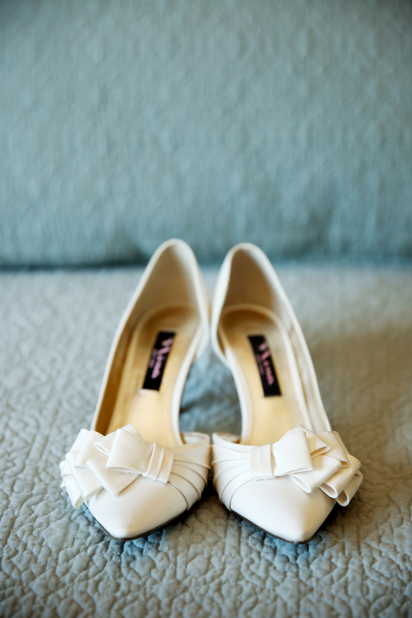 bridal shoes : Nina ivory closed/pointed toe with low heel and ruffled bow on toe | Pepper Nix Photography