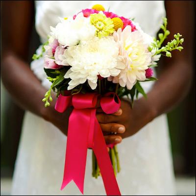 Gorgeous petite bouquet with fuchsia pink ribbon | by www.EightTreeStreet.com on www.brendasweddingblog.com
