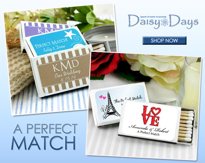 A Perfect Match with Personalized Wedding Matches | on www.brendasweddingblog.com #weddingfavors #personalizedweddingfavors #weddingsparklers