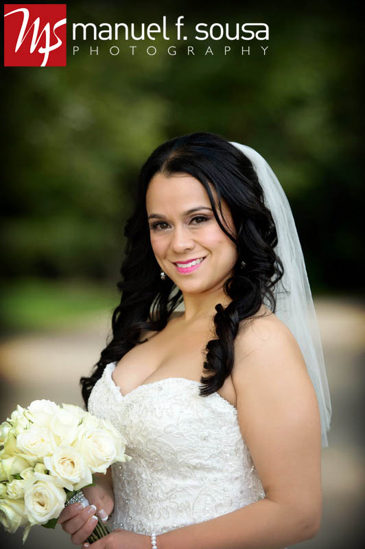 Gorgeous bridal portrait with ivory rose bouquet | photo by Manuel F. Sousa Photography | Wedding Coordination by Madeline's Weddings and Events