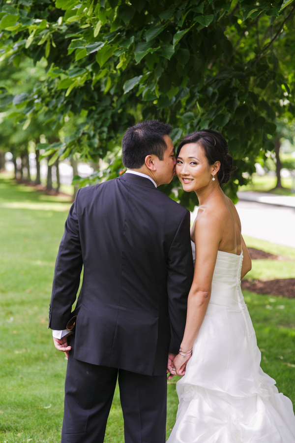 Love photos of the bride and groom like this to end the wedding with | photo by Nicole Chan Photography