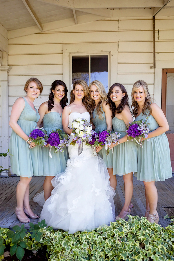 Bride and her Bridesmaids for a Rustic California Wedding | Photo by William Innes Photography | via www.brendasweddingblog.com