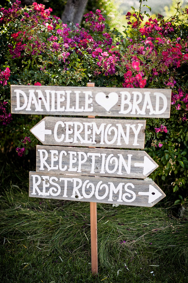 Rustic Wedding Sign | Photo by William Innes Photography | via www.brendasweddingblog.com