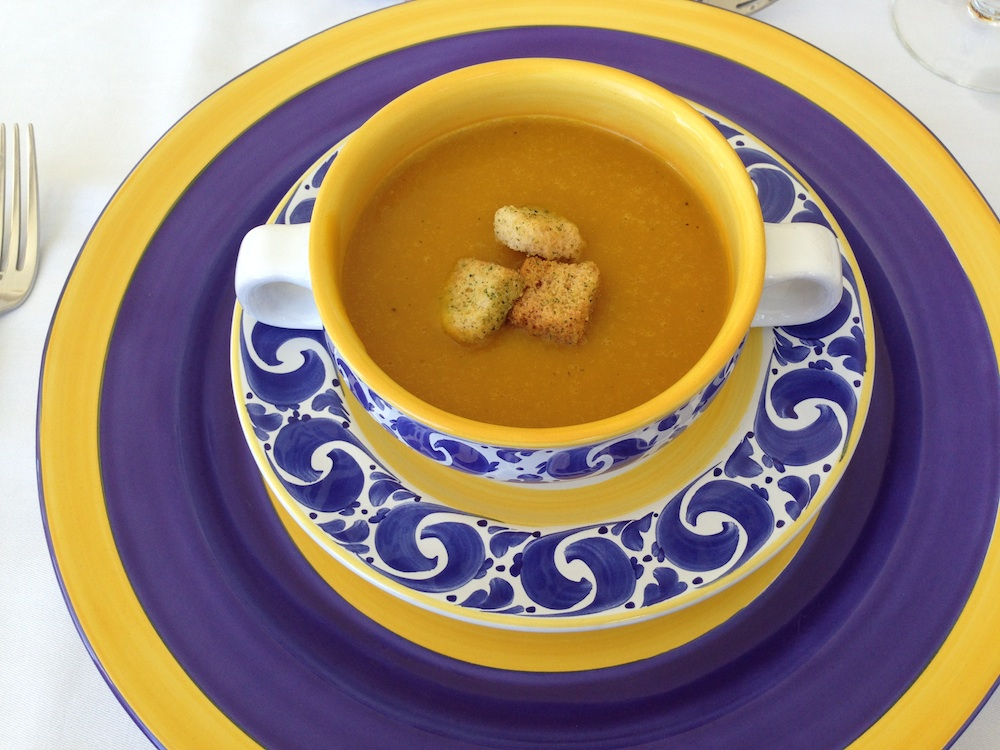 The Villas by Linda Smith in Jamaica / includes a personal chef that can make local specialties like pumpkin soup / see more at www.BrendasWeddingBlog.com