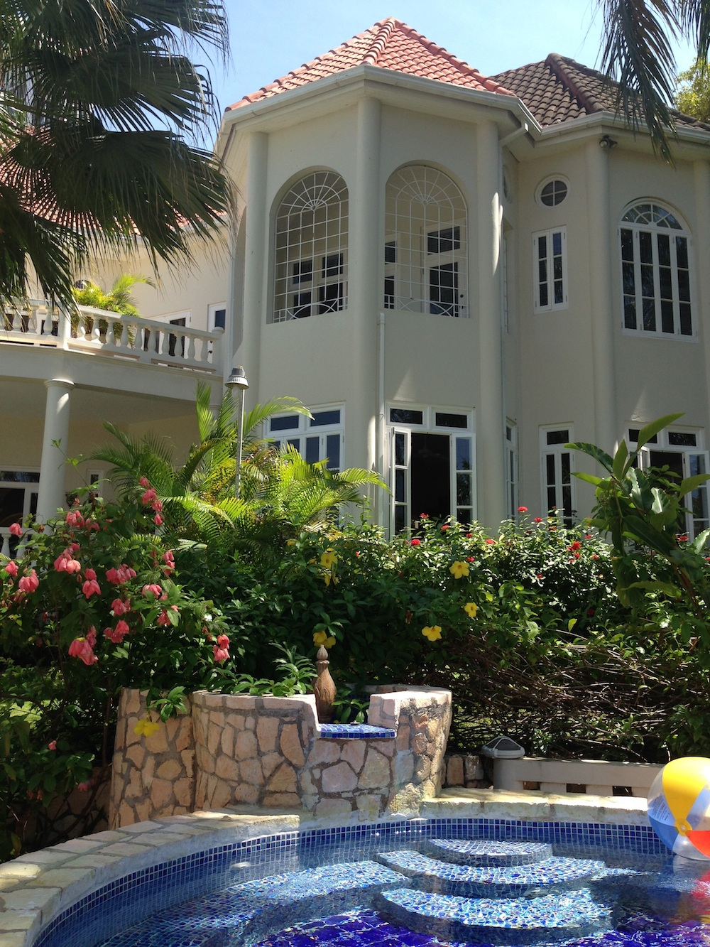 The Villas by Linda Smith in Jamaica / includes a personal chef / see more at www.BrendasWeddingBlog.com