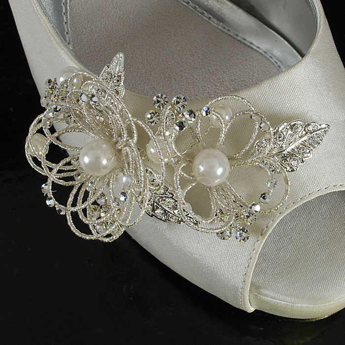 Fancy Wedding Shoe Decoration with Beaded Spirals and Pearls / as seen on www.BrendasWeddingBlog.com
