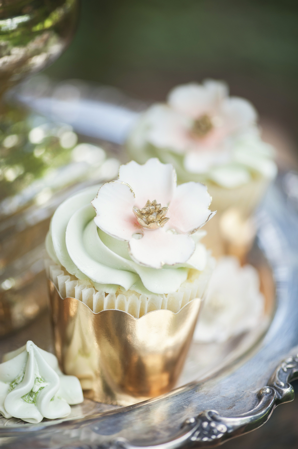 Elegant Wedding Cupcakes with Gold Details by Kitty Wong Pastry Shop / photo by L'Estelle Photography / as seen on www.BrendasWeddingBlog.com