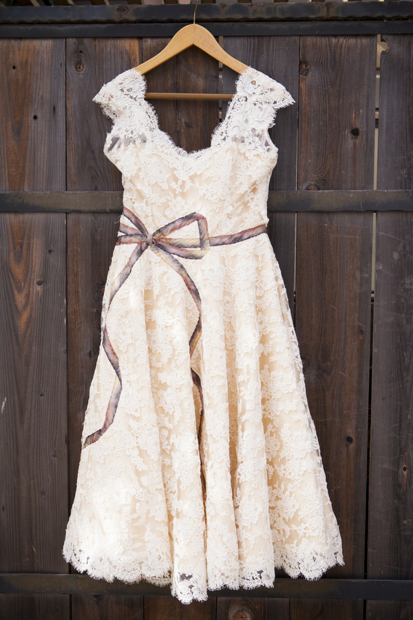 DIY Barn Wedding - gorgeous wedding dress with hand-stitched bow sash / photo by Town Country Studios / as seen on www.BrendasWeddingBlog.com