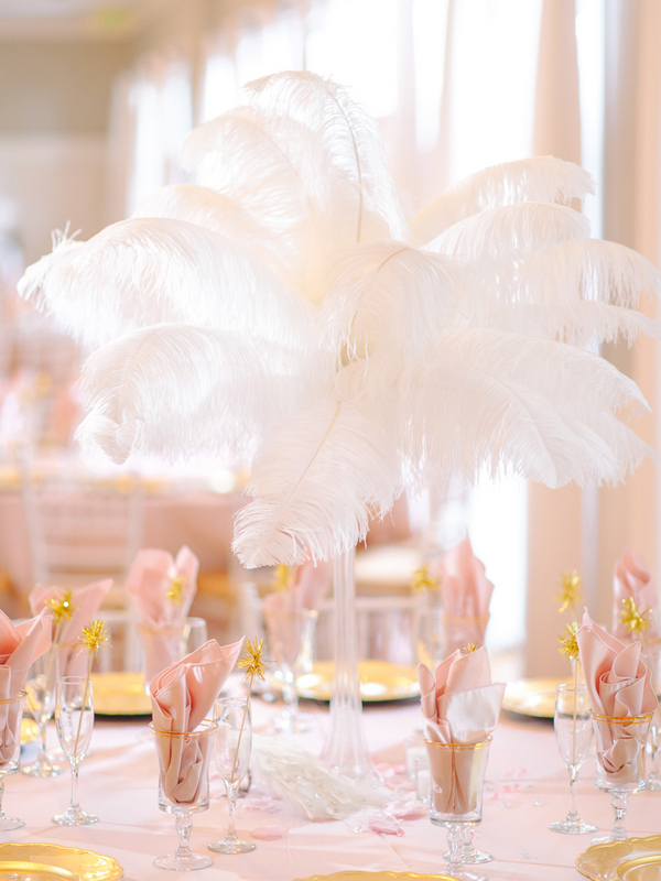 Spectacular Feather Wedding Reception Centerpiece : photo by Pasha Belman Photography