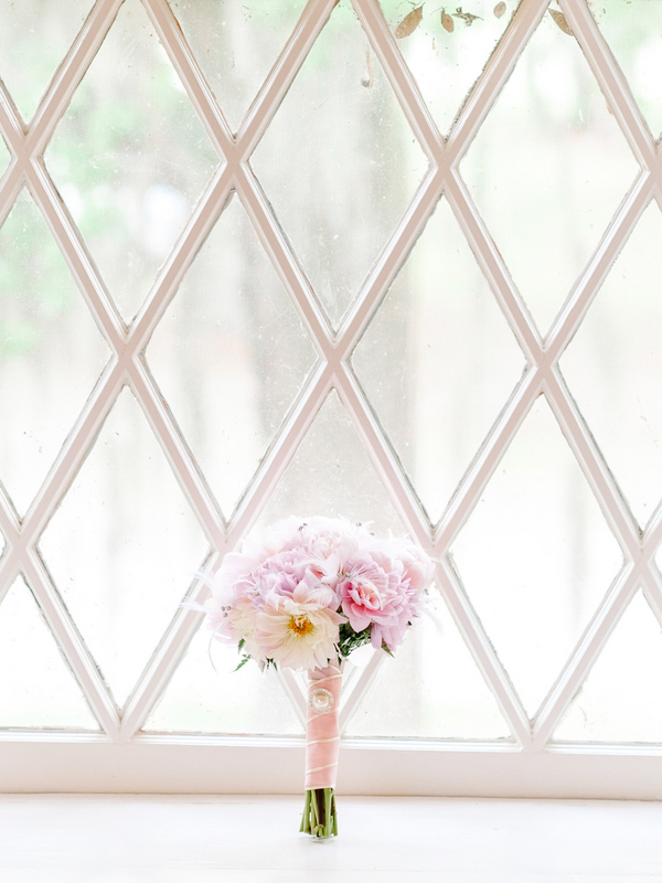 Pretty Pink Wedding Bouquet by Colonial Florist : photo by Pasha Belman Photography