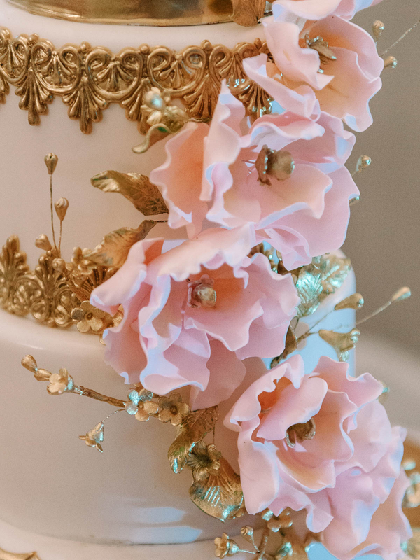 Stunning Pink and Gold Floral Wedding Cake by Incredible Edibles : photo by Pasha Belman Photography