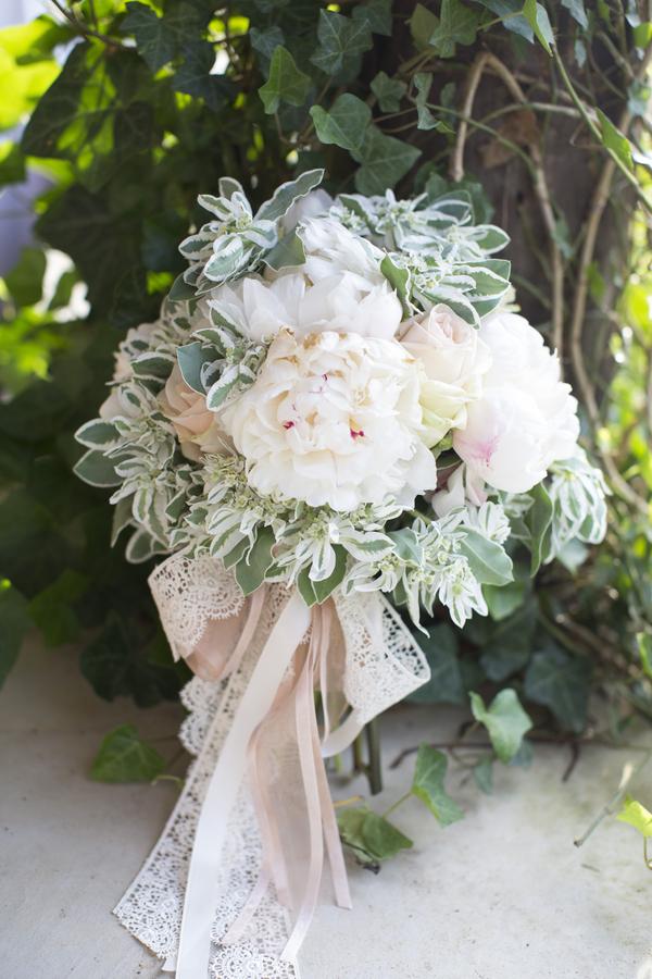 Mandy_Owens_Photography-061815-bride-bouquet.jpg