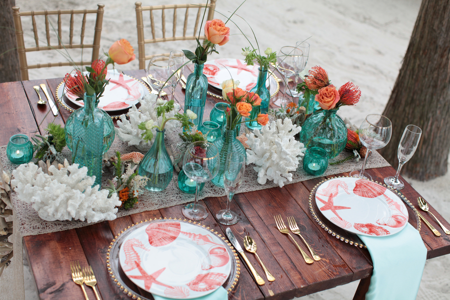 Pretty Beach Wedding Centerpiece and Tablesetting  / photo by Tab McCausland Photography