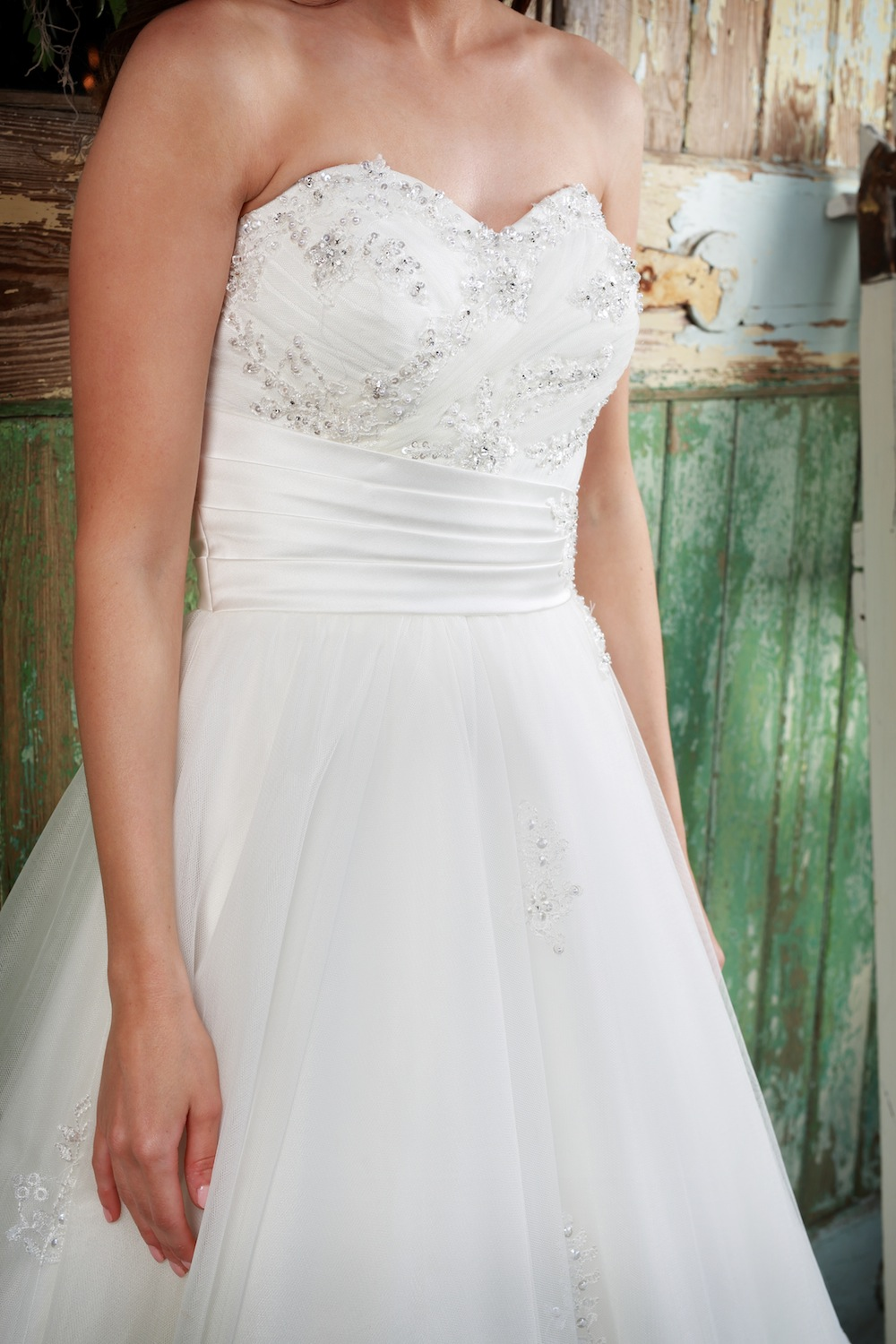 Amanda Wyatt Wedding Gown : Precious - a full flowing tulle skirt with a waistline that clinches