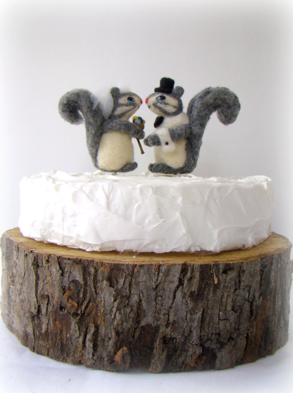 An Adorable Squirrel Wedding Cake Topper - perfect for fall weddings