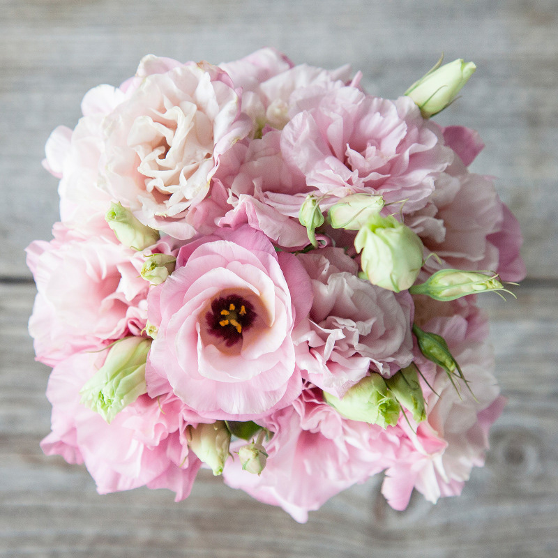 Infinity Bouquet : features pink Lisianthus blooms