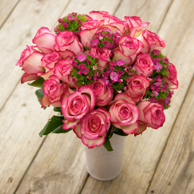 Desperado Bouquet : a beautiful combination of Roses with purple accents