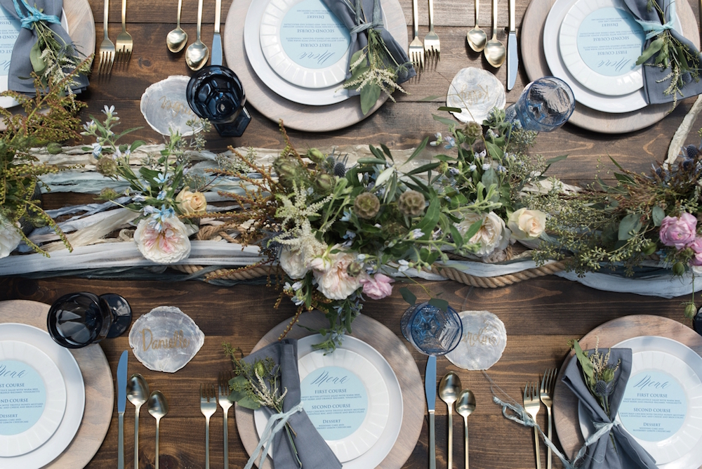 Coastal Chic Wedding Inspired Tablesetting / photo by Caroline & Evan Photography / flowers by FH Weddings & Events
