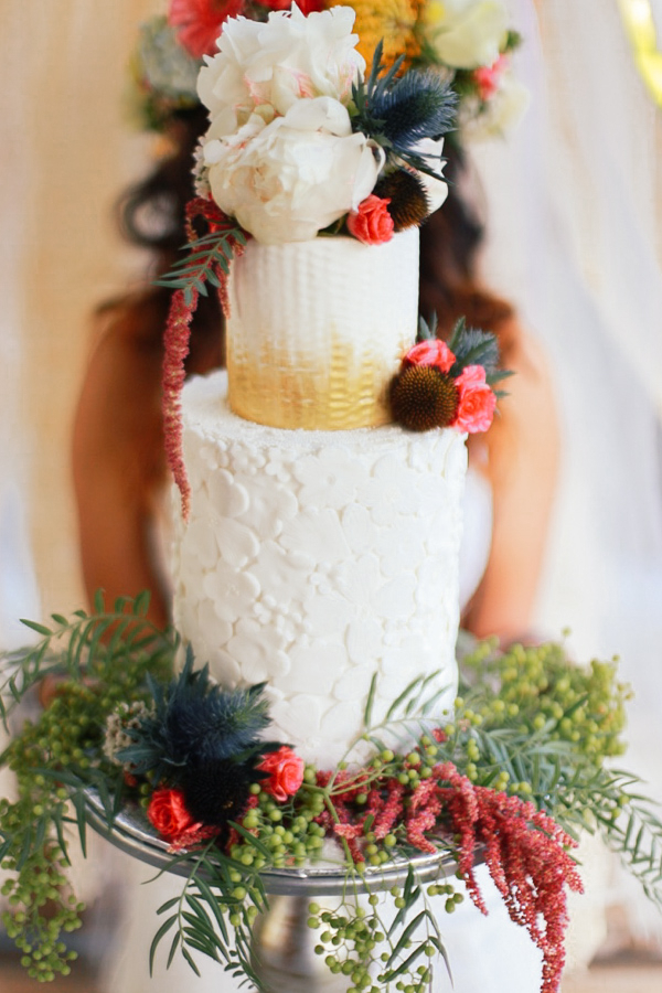 Romantic Bohemian Wedding Inspiration / Boho-Chic Wedding Cake by Laura Marie's Cakes / photo by Elle Lily Photography and Videography