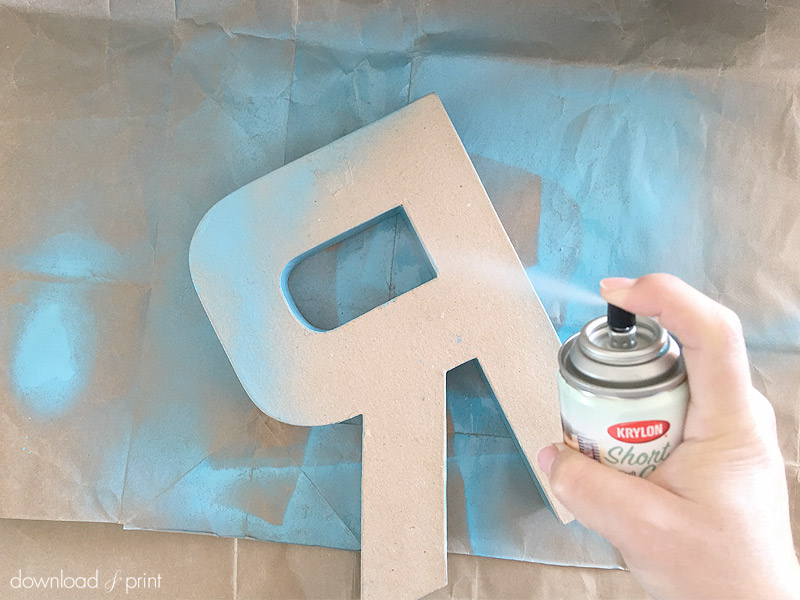 DIY Decoration with Botanical Letters for Weddings and Parties - spray paint the letter