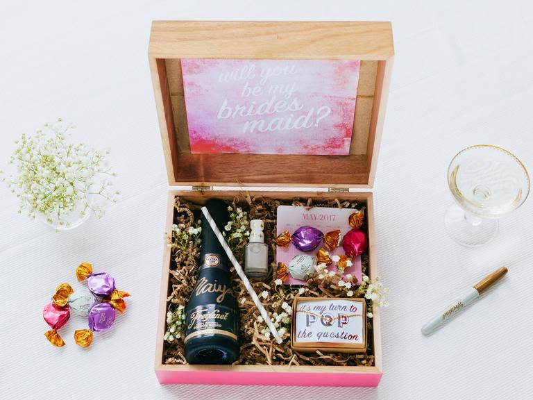 "Ask ""Will You Be My Bridesmaid?"" in DIY style with a personalized bottle of wine, a pretty handmade card and other goodies"