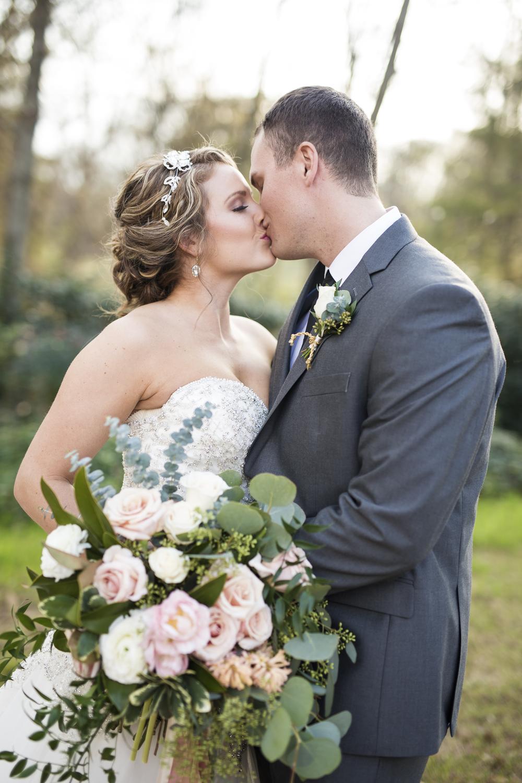 sleepy-hollow-styled-shoot-kissing-couple.jpg