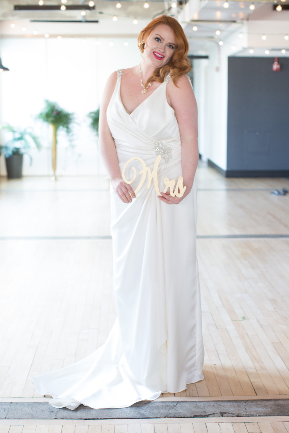 Stunning Bride with her Handmade Mrs Sign / Photography by Amy Nicole