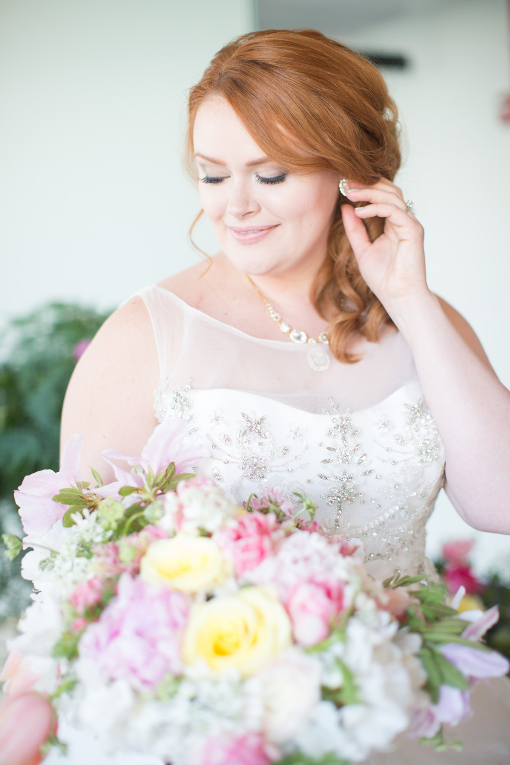 Gorgeous Bridal Portrait with a Lush Bridal Bouquet / Florals by EightTreeStreet / Photography by Amy Nicole