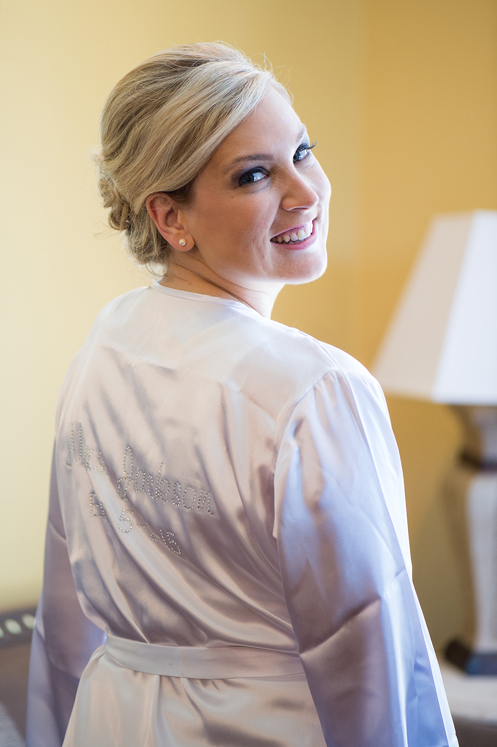 Elegant Summer Wedding in Florida - Bride Getting Ready in her personalized satin robe / Séverine Photography