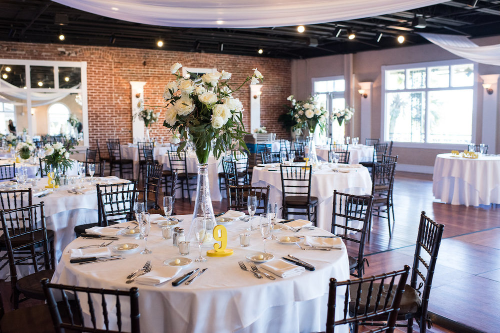 An Elegant Summer Wedding Reception Room in Florida / Séverine Photography