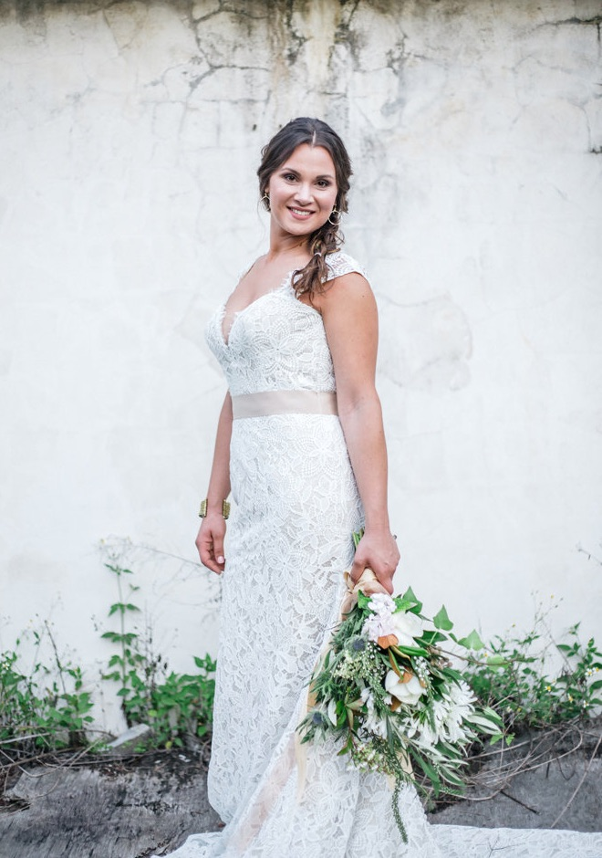 sunset-florida-wedding 082616-bride-bouquet.jpg