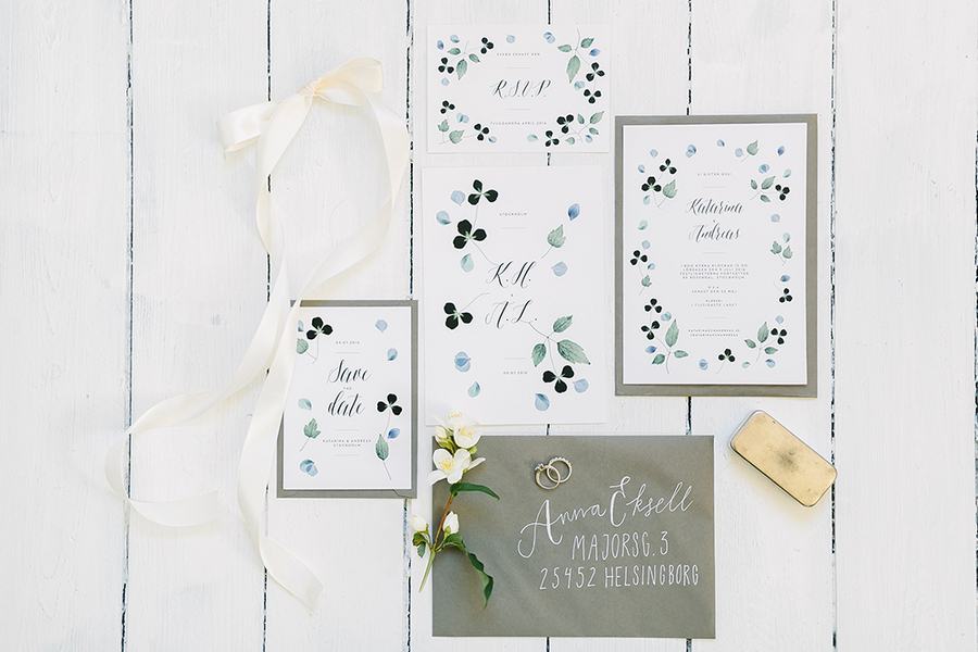 Boho Destination Wedding Invitation Suite with flowers and foliage / photo by Destination Wedding Photographer Linda-Pauline Pehrsdotter