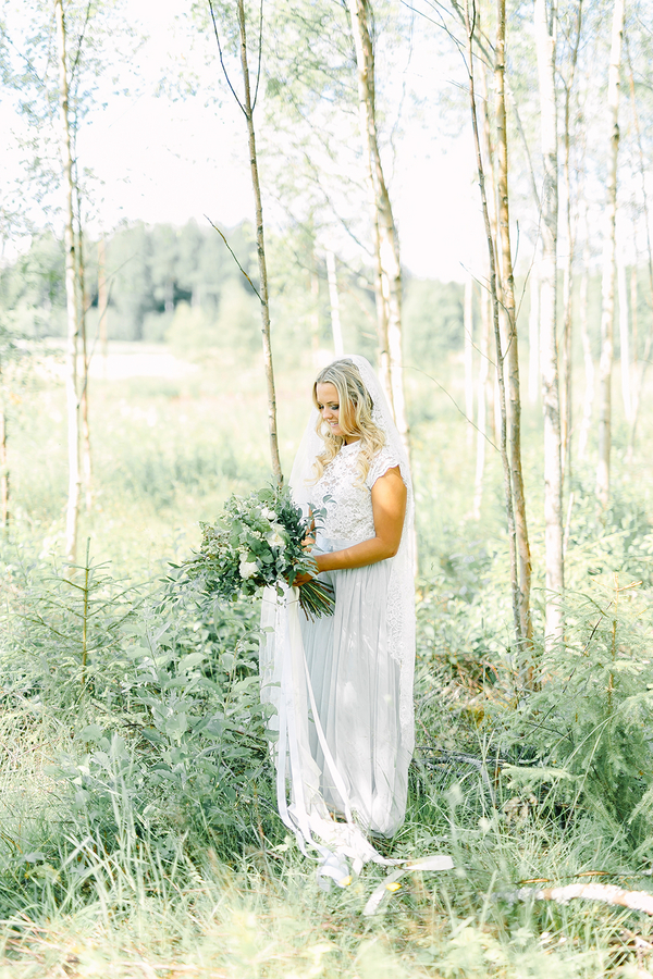 Dreamy Boho inspired bridal portrait wedding inspiration - photo by Destination Wedding Photographer Linda-Pauline Pehrsdotter in Sweden