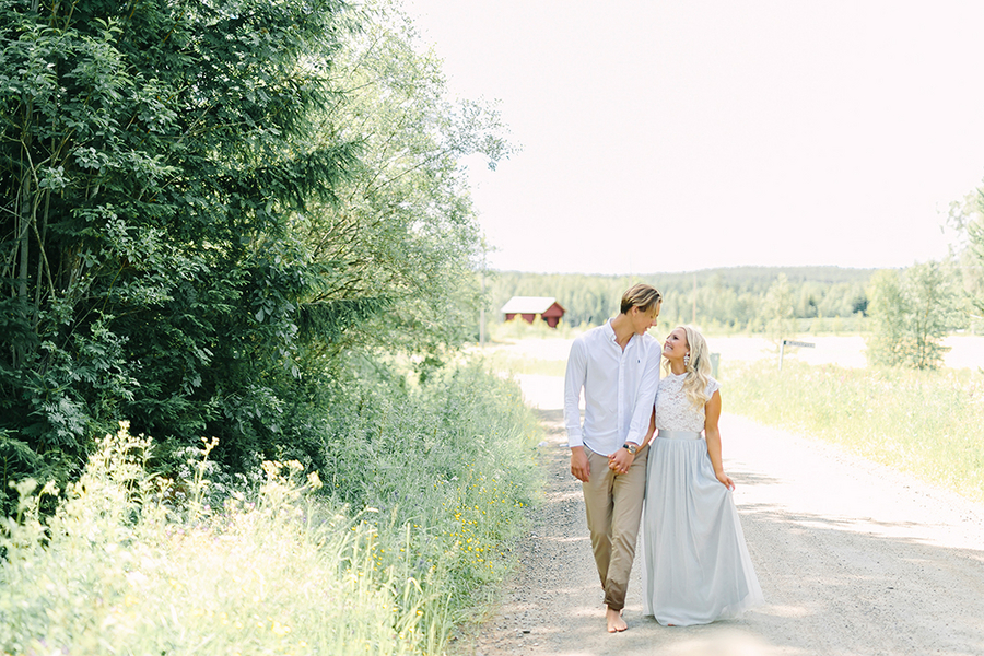 Dreamy Boho styled wedding inspiration for a beautiful bride and groom portrait - photo by Destination Wedding Photographer Linda-Pauline Pehrsdotter in Sweden