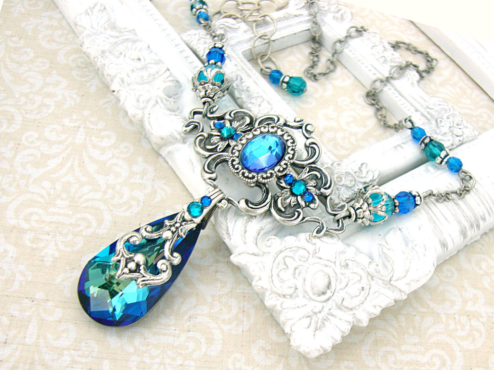 Victorian Peacock Wedding Necklace | from Essential Wedding Day Accessories for a Peacock Wedding {inspiration board} | as seen on www.BrendasWeddingBlog.com