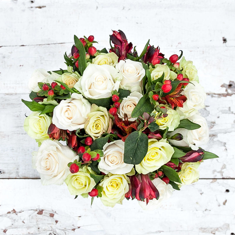 Comfort 'n' Joy : roses, alstroemeria + hypericum