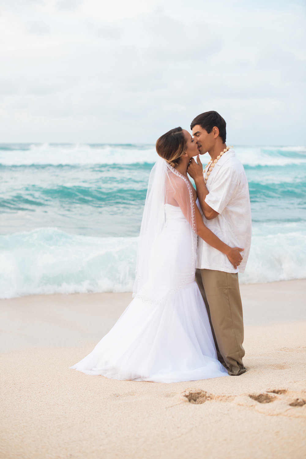 Stunning bride and groom wedding photo from a destination wedding in Hawaii | beach wedding photo inspiration / by Marianne Blackham Photography - a Washington DC based natural light wedding photographer / as seen on www.BrendasWeddingBlog.com